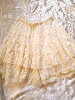 🚚 全新 米白色 蕾絲 短裙 M