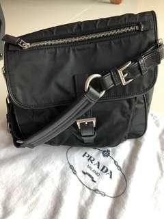 Prada shoulder bag 100% Authentic 90% new