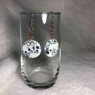 🚚 White Ceramic Oriental Bead Earring