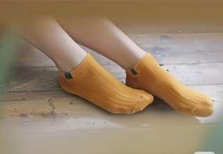 🚚 全新女襪 買太多穿不完 只剩黃 深藍 橘色各一雙。ㄧ雙15元