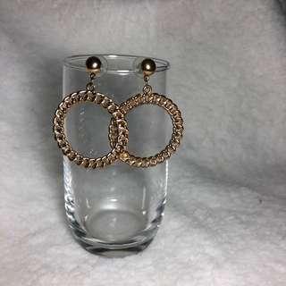 🚚 Gold Braided Hoop Earrings