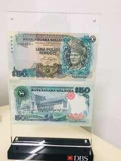 🚚 Old money With a different signature RM50