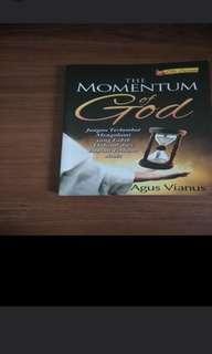 Buku The momentum of GOD