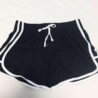☁️ black outline runner shorts