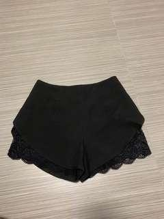 🚚 Lace side high waist shorts in black