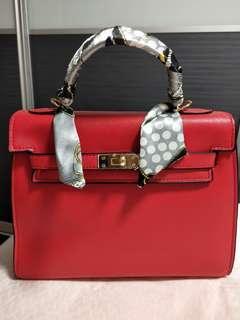 🚚 Red Handbag Come With Sling