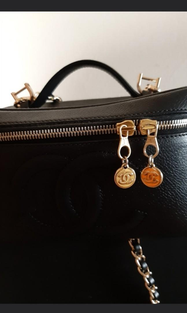AUTHENTIC CHANEL LARGE XL DOUBLE ZIP VANITY BAG - BLACK CAVIAR LEATHER - CC LOGO DESIGN - WITH MIRROR INSIDE - CLEAN INTERIOR - SOLID SHAPE STRUCTURE - COMES WITH EXTRA LONG CHAIN STRAP FOR SLING / CROSSBODY