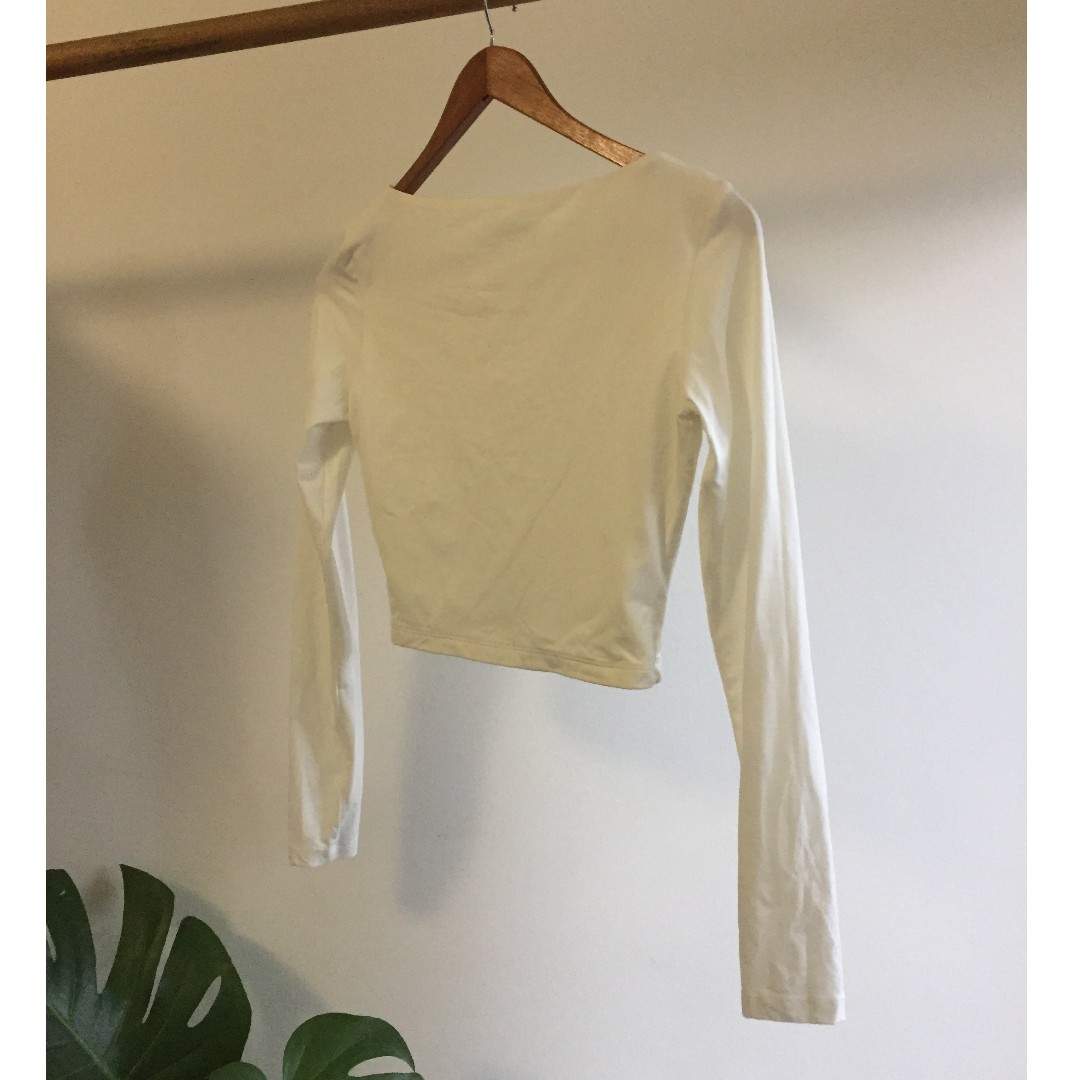 56a0ad97852 Kookai White Scoop Neck Long Sleeve Crop Size 2, Women's Fashion, Clothes  on Carousell