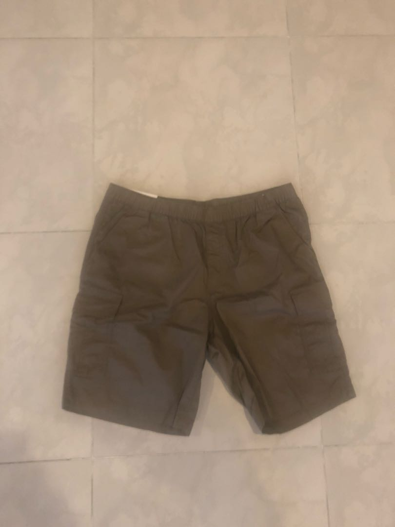 a2616ebab7 Uniqlo Cargo Shorts, Men's Fashion, Clothes, Bottoms on Carousell