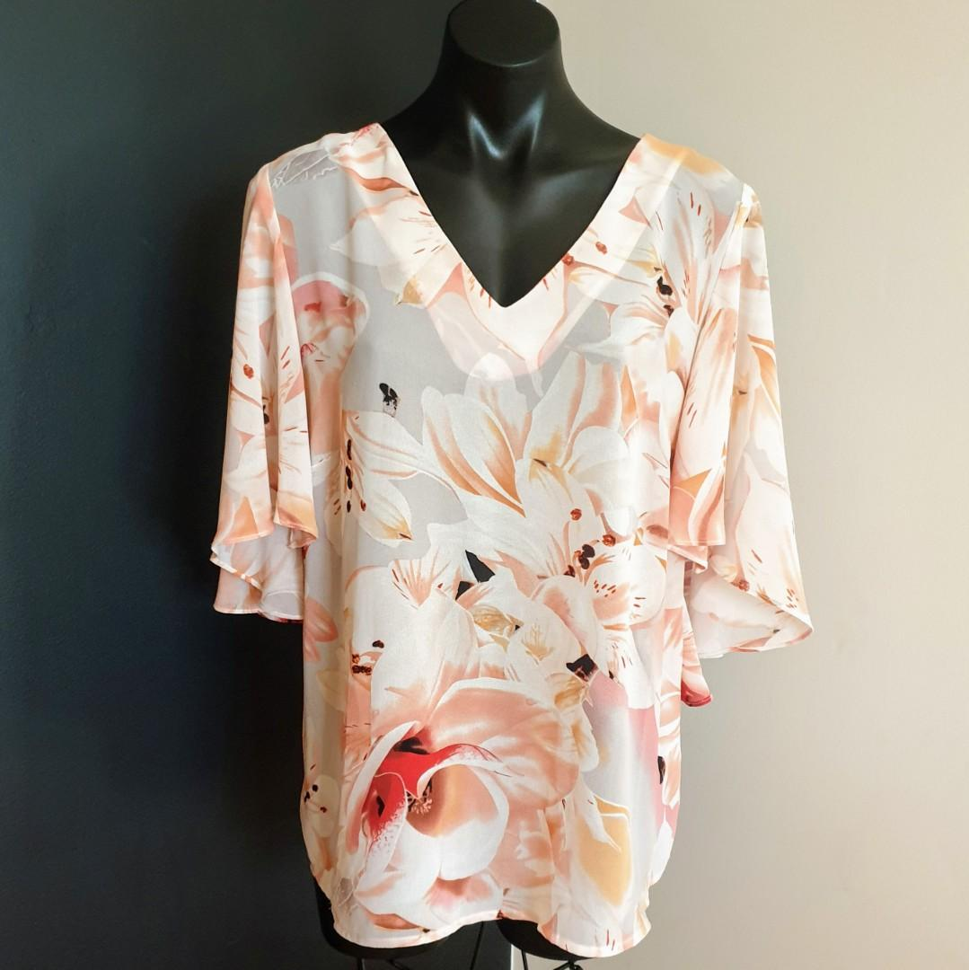Women's size 14 'SUZANNE GRAE' Gorgeous floral print dolman sleeve top - AS NEW