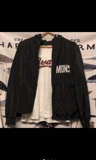 黑色字母風衣外套