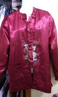 🚚 紅色舖棉龍繡外套