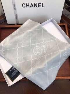 🚚 Chanel scarf