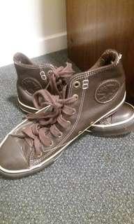 Brown leather HI top Chuck taylorz