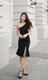 🚚 Freya Toga Slit Dress in Black