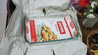 Pyrex cooking glass tray