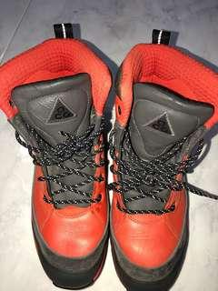 🚚 Nike ACG Waterproof boots US8.5