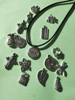 🚚 Customizable necklaces