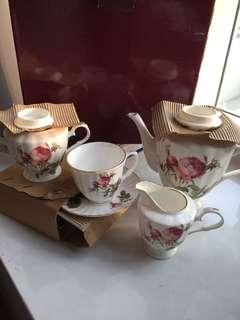 🚚 Fine bone China set collection