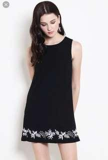🚚 Trixie embroidery navy dress