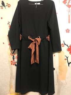 全新 黑色收腰連身裙