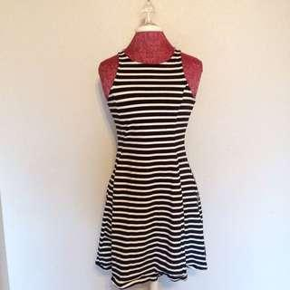 Classic sleeveless striped dress
