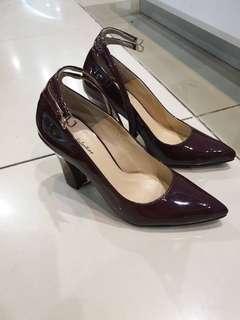 Heel shoe