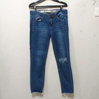 Suit Blanco Ripped Knee Jeans