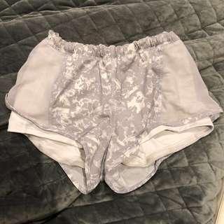 Lululemon size 4 shorts excellent condition