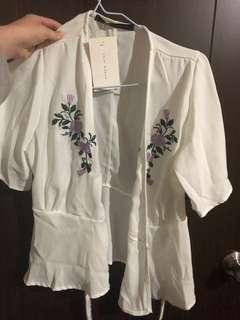 🚚 刺繡花漾罩衫