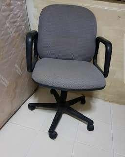 🚚 1 used GOOD CONDITION  Office chair for $39 only