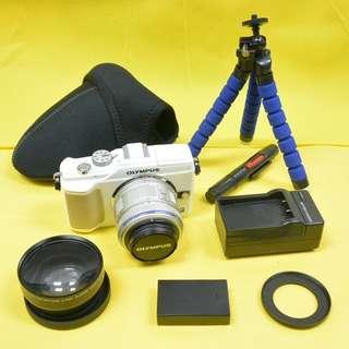 包順豐櫃 雙鏡 E-PL2 EPL2 Olympus 行貨白色繁體機身+Olympus M.Zuiko Digital 14-42mm F3.5-5.6 II R銀色變焦鏡頭+日本廣角黑色鏡頭 80%新 100%正常 另送三腳架+相機袋+清潔筆 不議價 no bargaining