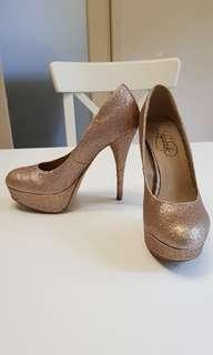 Lipstik gold glitter heels