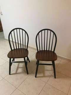 🚚 Two country style chairs