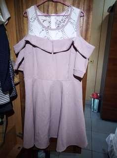 🚚 粉色露肩洋裝
