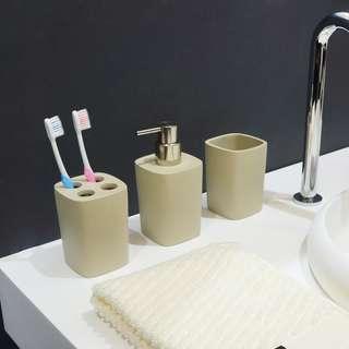100% 全新 Infinite 浴室洗刷套裝用品 Saturn(3 件套裝)