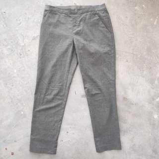 Uniqlo slim fit relaxed pants 5