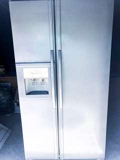 Whirlpool 2 Door Ref with ice maker