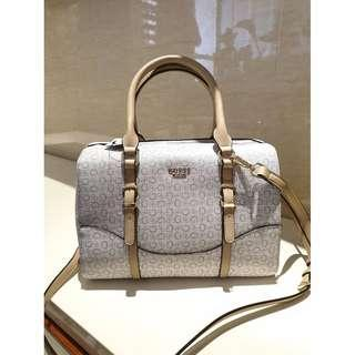Guess Doctor's Bag With Detachable Strap in Signature - Grey/ Beige