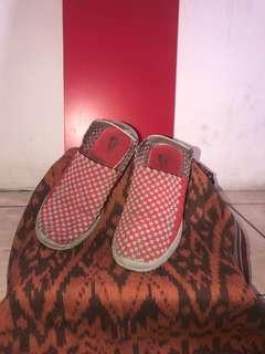 PL - Sepatu Rajut Merah