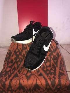 PL - Sepatu Fashion Hitam