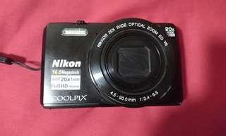 Nikon Coolpix S7000 (mint condition)