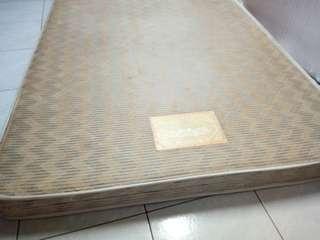 小雙人床墊老K牌偏硬,新埔站附近自取,尺寸約138×188cm,hard mattress