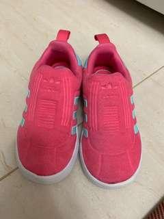 Adidas幼童鞋