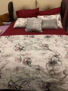 Fitted sheet plus comforter set