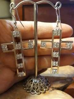 🚚 十字架鑽耳環
