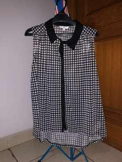 New Look Sleeveless Blouse houndstooth pattern