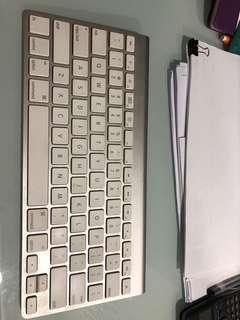 🚚 Apple Keyboard