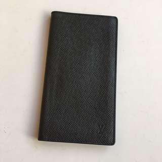 LV經典Taiga 系列黑色長夾