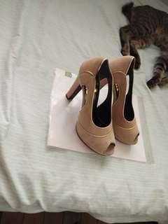 Ladies shoes Gamusa or velvet
